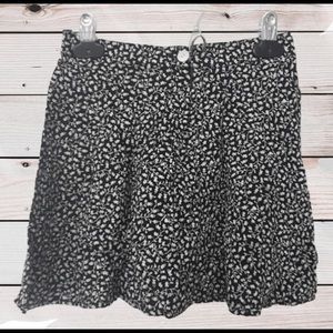 GAP KIDS SIZE 5 FLORAL SKIRT- BLACK AND WHITE - ZI